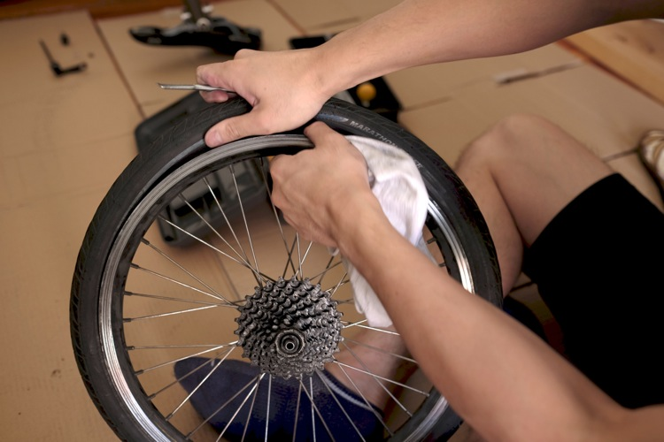 自分でBirdyのタイヤを交換する方法とその手順【BD-1|バーディ|小径車|折りたたみ自転車|工具】 自転車