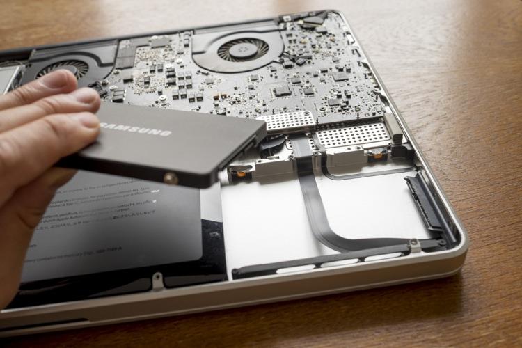 """【中古MBPも新品並に!】MacBook Pro 17""""(early-2011)の  SSD交換手順を紹介!【古いMBPも復活!】 Mac"""