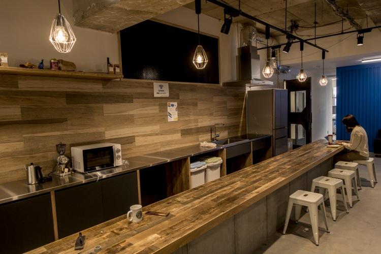 新オフィスにはキッチンも! カウンターがおしゃれです