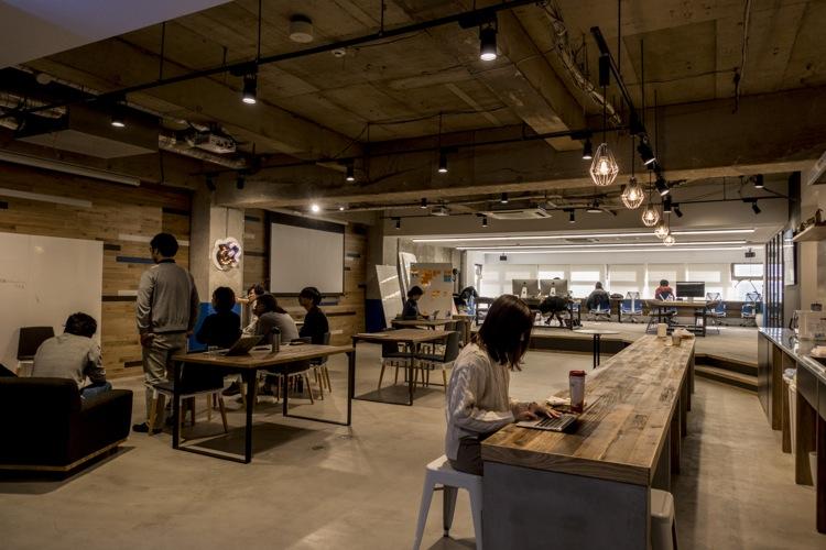 中に入ると広い空間が! これが1月に完成したGPの新オフィスだ!
